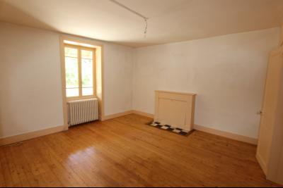 Secteur Lons-le-Saunier (39 JURA), à vendre maison en pierre sur sous-sol, 2 chambres avec jardin., CH1 ou séjour côté route