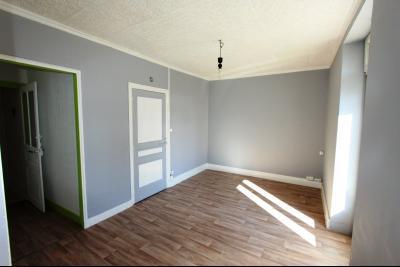 Bletterans centre, à vendre maison de ville avec garage, 1 chambre., Séjour 15 m²