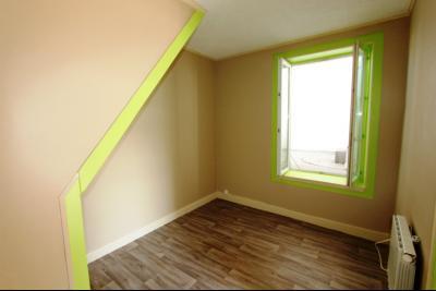Bletterans centre, à vendre maison de ville avec garage, 1 chambre., chambre 9,8 m²