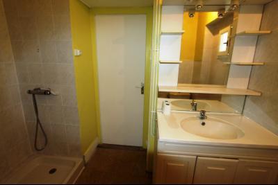 Bletterans centre, à vendre maison de ville avec garage, 1 chambre., SDB avec WC