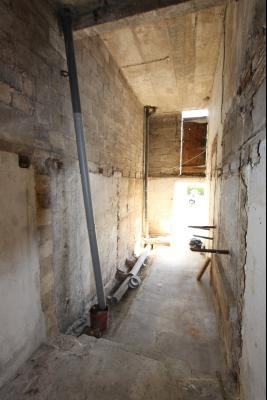 Bletterans centre, à vendre maison de ville avec garage, 1 chambre., Local de rangement vélo et poubelle - 12 m² avec hauteur de 4 m