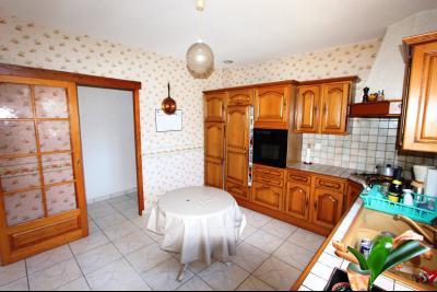 Lons-le-Saunier (39 JURA), à vendre maison de plain-pied, 3 chambres, 2 garages., Cuisine 13 m²