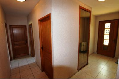 Lons-le-Saunier (39 JURA), à vendre maison de plain-pied, 3 chambres, 2 garages., Entrée