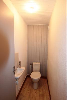 Bletterans centre-ville, à louer appartement, 3 chambres, au calme., WC étage