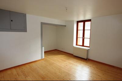 Bletterans centre-ville, à louer appartement, 3 chambres, au calme., CH2