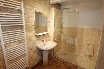 Bletterans centre-ville, à louer appartement, 3 chambres, au calme., SDB RDC