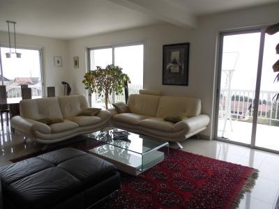 Secteur Evian, vends très belle maison d?architecte, 5 pièces (145 m2) vue imprenable sur le lac.,