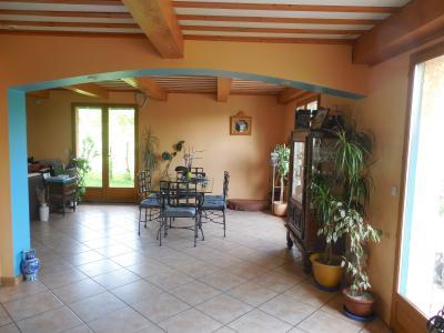 """Ballaison (74140), vends très belle villa traditionnelle, surface 180 m"""" avec piscine et jardin.,"""