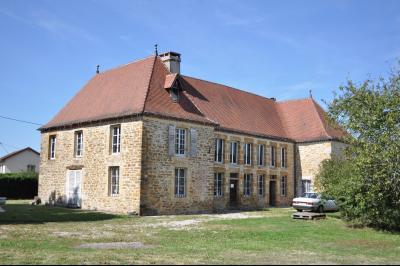 Chaussin, vends superbe propriété de 1640, 10pièces, 360m² habitables sur 3700m² de terrain clos, vue de coté gauche