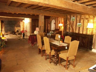 Chaussin, vends superbe propriété de 1640, 10pièces, 360m² habitables sur 3700m² de terrain clos, séjour