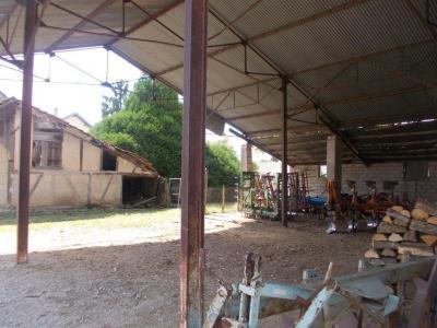 Secteur Chaussin, vends corps de ferme 5 pièces, 91m², 1800m² de terrain avec dépendances, vue hangar