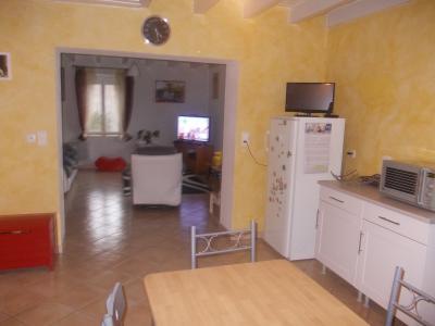 Secteur Chaussin, vends ferme reconditionnée de 7 pièces, 159m², dépendances sur terrain  de 4780 m², sur salon