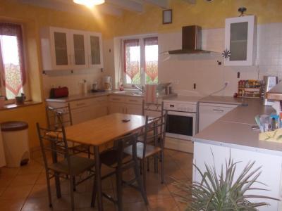 Secteur Chaussin, vends ferme reconditionnée de 7 pièces, 159m², dépendances sur terrain  de 4780 m², cuisine ouverte sur salon et séjour
