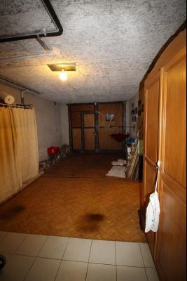 VENTE LONS-LE-SAUNIER (39)JURA, MAISON DE VILLAGE sur sous-sol, 2 chambres, 100 m² de jardin et cour, Garage