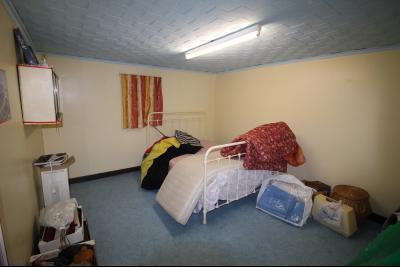 VENTE LONS-LE-SAUNIER (39)JURA, MAISON DE VILLAGE sur sous-sol, 2 chambres, 100 m² de jardin et cour, Chambre 3 au sous-sol de 11 m²