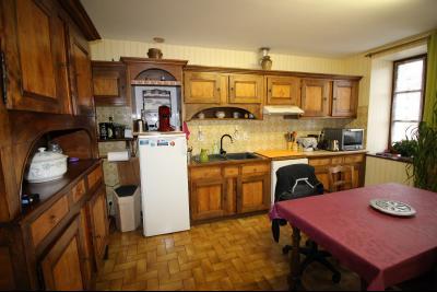 VENTE LONS-LE-SAUNIER (39)JURA, MAISON DE VILLAGE sur sous-sol, 2 chambres, 100 m² de jardin et cour, Cuisine de 13 m² env.