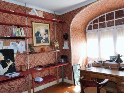 LONS-le-SAUNIER 18km JURA Vends Maison de Maître 255m²env. idéale chambres hôtes,activité artistique, La cuisine dispose de grands placards muraux