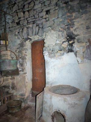 LONS-le-SAUNIER 39 JURA à 20km- Vends demeure de caractère dans beau village viticole sur 4750m²env., Les anciennes cuisines