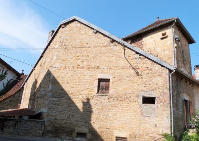 LONS-le-SAUNIER 11km Sud Vends Maison en pierres à rénover datée1880 avec pigeonnier beau potentiel, Beau potentiel pour cette maison située