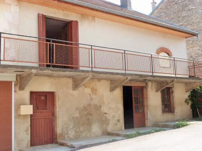 LONS-le-SAUNIER 11km Sud Vends Maison en pierres à rénover datée1880 avec pigeonnier beau potentiel, de plain-pied 1 pièce de 28m²env., 1 cave en partie voutée de 32.50m² env. et un garage 30m² env.