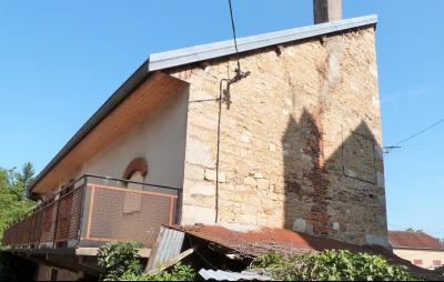 LONS-le-SAUNIER 11km Sud Vends Maison en pierres à rénover datée1880 avec pigeonnier beau potentiel,  l