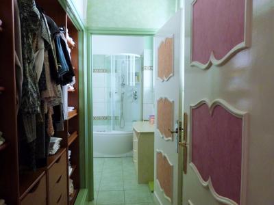 AXe LONS-le-SAUNIER/SAINT-CLAUDE JURA Proche Lacs vends MAISON  290m²env. sur terrain 1800m² env., Dressing suivi de salle de bains