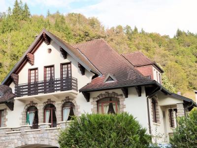 AXe LONS-le-SAUNIER/SAINT-CLAUDE JURA Proche Lacs vends MAISON  290m²env. sur terrain 1800m² env., Villa 6 chambres princiaples dont 5 avec salle de bains privative