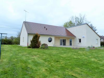 Axe LONS-le-SAUNIER/BLETTERANS 39 JURA  Villa 2008 PLAIN-PIED 155m²env., 2 garages sur 2350m²env., Salle de bains   5.55m²env. -avec douche à l