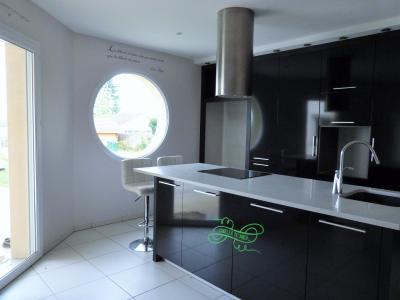 Axe LONS-le-SAUNIER/BLETTERANS 39 JURA  Villa 2008 PLAIN-PIED 155m²env., 2 garages sur 2350m²env., Cellier-buanderie et chaufferie