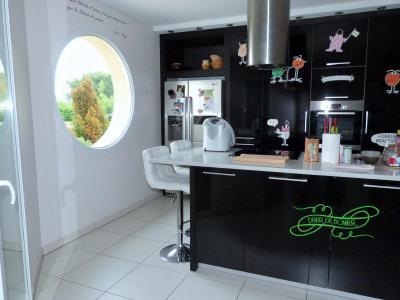 Axe LONS-le-SAUNIER/BLETTERANS 39 JURA  Villa 2008 PLAIN-PIED 155m²env., 2 garages sur 2350m²env., Terrasse avec vue dégagée