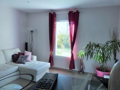 Axe LONS-le-SAUNIER/BLETTERANS 39 JURA  Villa 2008 PLAIN-PIED 155m²env., 2 garages sur 2350m²env., Séjour 25.80m²env. ouvrant sur terrasse