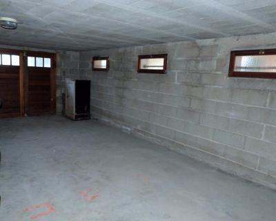 LONS-LE-SAUNIER 39 JURA Proche Centre Villa indépendante 150m²env. vue dominante terrain 1735m²env., Sous-sol complet pour cette villa:Garage