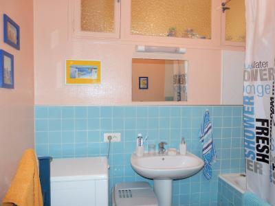 LONS-LE-SAUNIER 39000 JURA proche centre Vends appartement 90m²enV ascenseur balcon vue imprenable, Salle de bains avec baignoire, lavabo et emplacement machine à laver