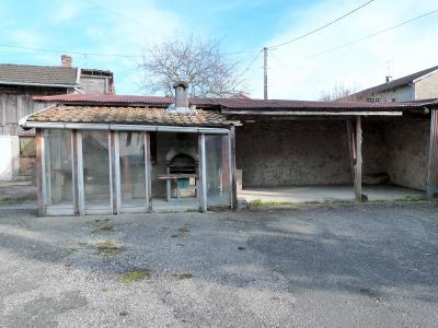 ORGELET JURA 39 11km Vends Ancienne FERME en pierres -à rénover-(vastes dépendances,jardin, verger), Espace barbecue abrité et préau (ou carport)