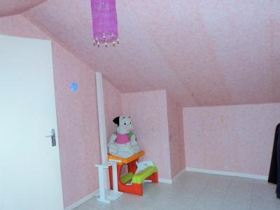 LONS-LE-SAUNIER 39000 Proche centre Vends MAISON de VILLE 60m²env. mitoyenne 1 seul côté, 2 garages, Chambre 2 avec vélux.