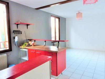 LONS-LE-SAUNIER 39000 Proche centre Vends MAISON de VILLE 60m²env. mitoyenne 1 seul côté, 2 garages, Pièce à vivre - vue 2