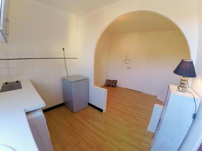 Nice centre (06 Alpes Maritimes), à vendre studios (2) dernier étage proche Garibaldi/Acropolis, studio 1 coté cour