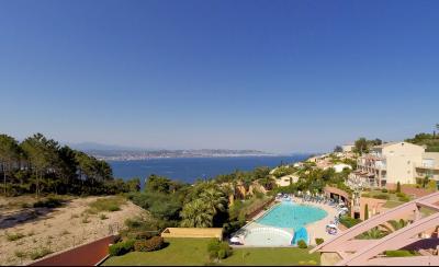 Théoule sur Mer (06 Alpes Maritimes), à vendre dernier étage avec vue mer panoramique, 2 terrasses, vue mer panoramique