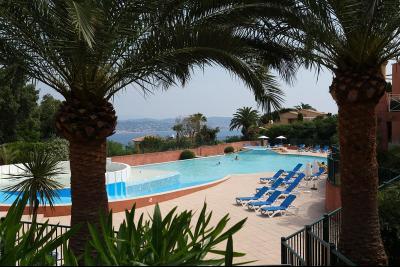 Théoule sur Mer (06 Alpes Maritimes), à vendre dernier étage avec vue mer panoramique, 2 terrasses, piscine copropriété