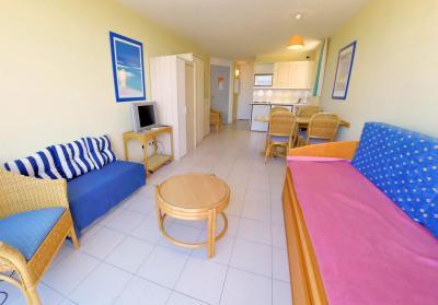 Théoule sur Mer (06 Alpes Maritimes), à vendre dernier étage avec vue mer panoramique, 2 terrasses, salon-séjour