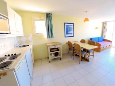 Théoule sur Mer (06 Alpes Maritimes), à vendre dernier étage avec vue mer panoramique, 2 terrasses, coin cuisine