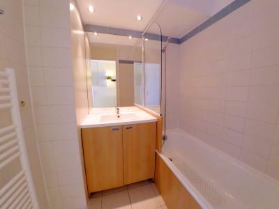Théoule sur Mer (06 Alpes Maritimes), à vendre appartement avec vue mer panoramique, parking & cave, salle de bains