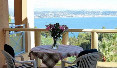 Théoule sur Mer (06 Alpes Maritimes), à vendre appartement avec vue mer panoramique, parking & cave, salon-séjour