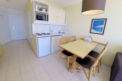 Théoule sur Mer (06 Alpes Maritimes), à vendre appartement avec vue mer panoramique, parking & cave, coin cuisine