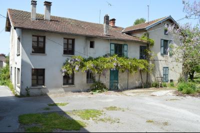 Orgelet, Grande Maison à rénover 300 m² + dépendances sur 2850 m² terrain. Prix négociable., La grande maison