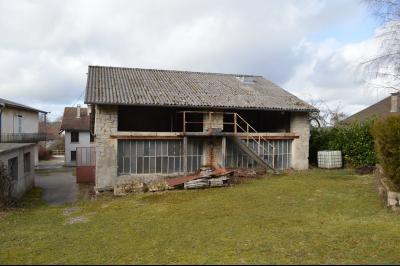 Orgelet, Grande Maison à rénover 300 m² + dépendances sur 2850 m² terrain. Prix négociable., Bâtiment en pierre