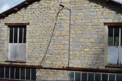 Orgelet, Grande Maison à rénover 300 m² + dépendances sur 2850 m² terrain. Prix négociable., Vieilles pierres