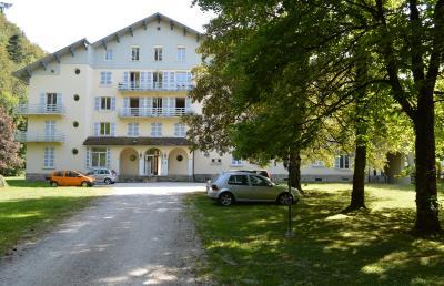 Lac de Bonlieu 39130, Appartement 80 m² avec 2 chambres, en parfait état et vue sur le lac., wc et lave mains