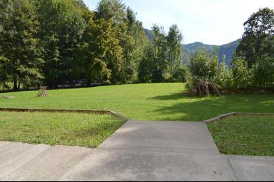 Lac de Bonlieu 39130, Appartement 80 m² avec 2 chambres, en parfait état et vue sur le lac., Hall d entrée résidence