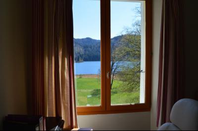 Lac de Bonlieu 39130, Appartement 80 m² avec 2 chambres, en parfait état et vue sur le lac., vue de l